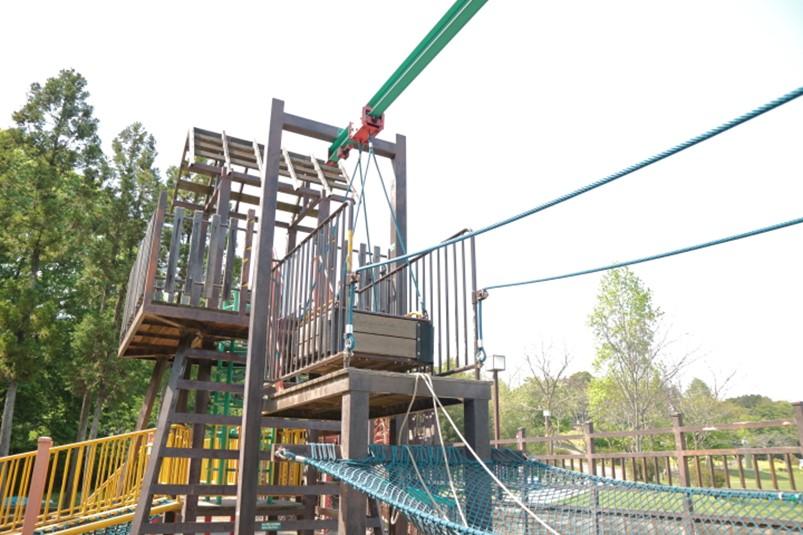 荻野運動公園の籠渡り遊具