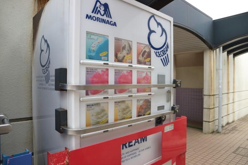 森永製の公園のアイス自販機