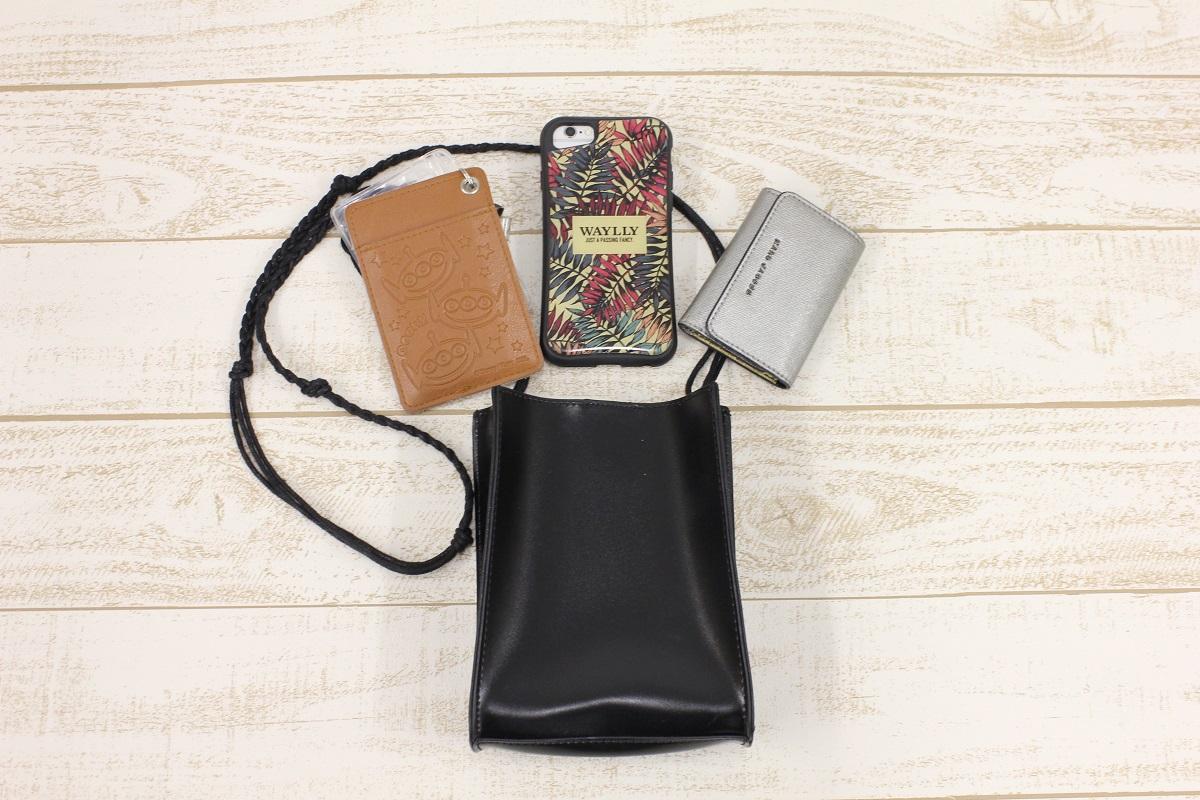 ミニショルダーバッグ スマホ 鍵、保育園用のICカード 荷物が一番少ない時のバッグの中身