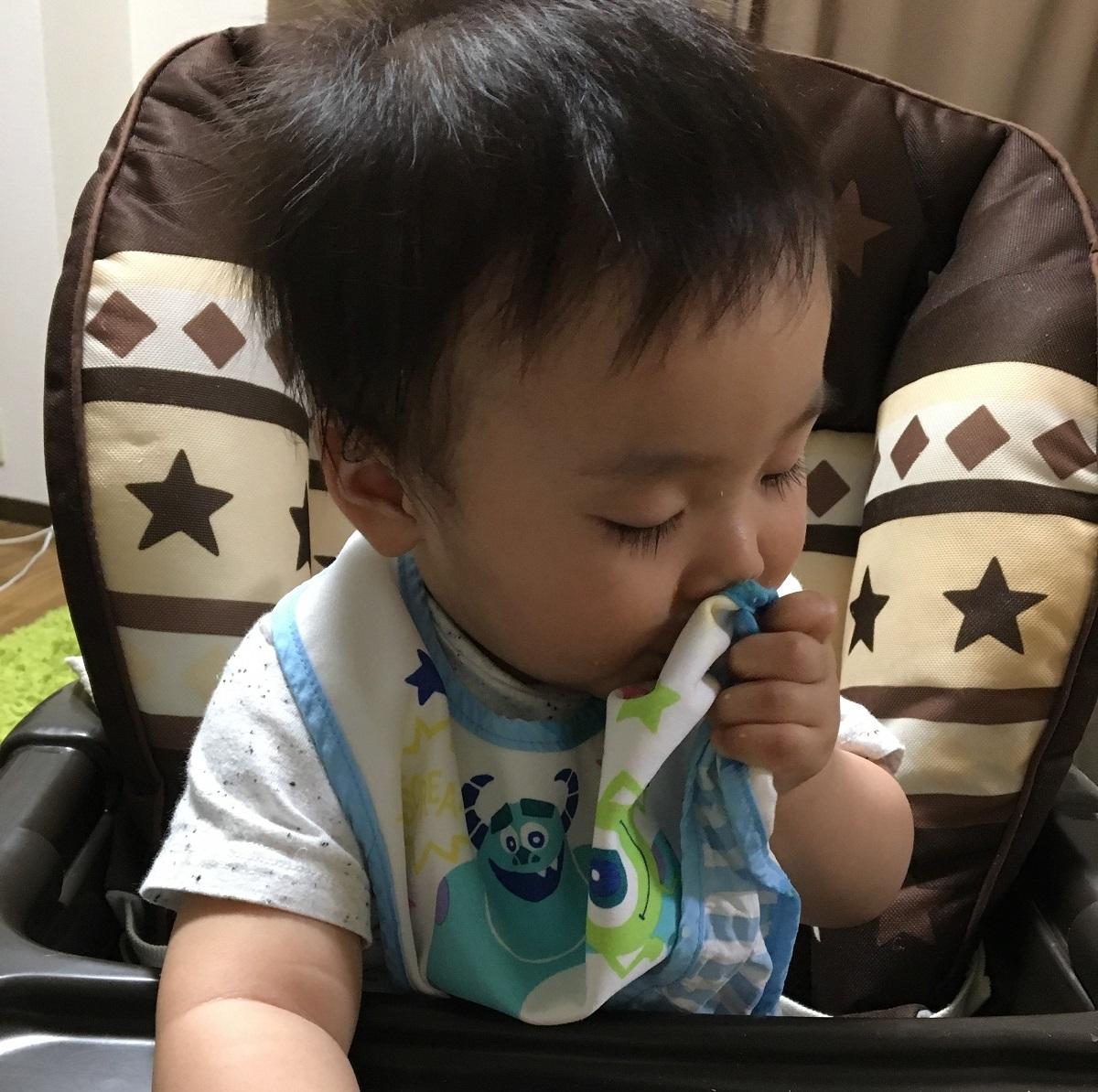 ワンオペ二人目育児必需品 あると便利な育児グッズ リビング ハイローラックハイローチェア コンビ